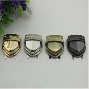 China Custom various color zinc alloy handbag metal push locks wholesale wholesale