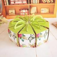 China Recycled Round Decorated Cake Boxes Unique Pretty Personalized UV Coating Printing wholesale
