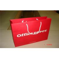 China Recycled Red 157gsm Kraft Large Carrier Paper Bags UV Varnishing Printed wholesale