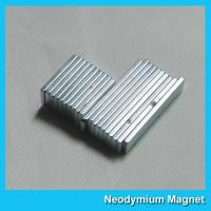China Thin Neodymium Rare Earth Bar Magnets High Power Rust - Proof Customized Size wholesale