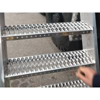 China Diamond Grip Stair Tread Safety Grating For Catwalk , Metal Tread Plate Floor Non Slip wholesale
