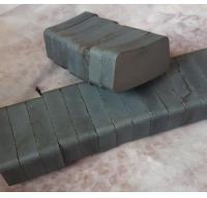China Custom Arc Curve Shape C5 Grade Navigation Light Ferrite Motor Magnet wholesale