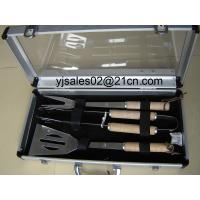 China 3pcs Round wood handle BBQ tools in a transport case on sale