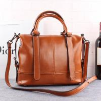 China Cowhide Ladies Leather Handbags Zipper Fashionable Messenger Bag wholesale