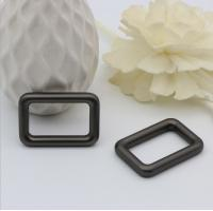 China Handmade polishing 1 inch gunmetal color metal square bag buckle for straps wholesale