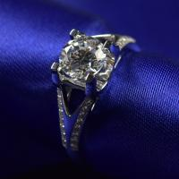 China Brilliance Cut Moissanite Diamond Engagement Rings 1ct 6.5mm With 18K White Gold Material wholesale
