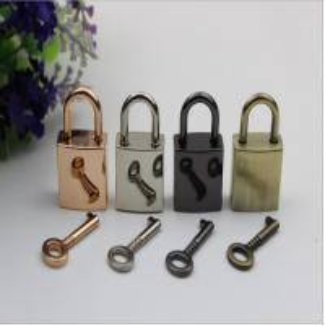 China Handbag hardware wholesale light gold zinc alloy metal decorative lock and key wholesale