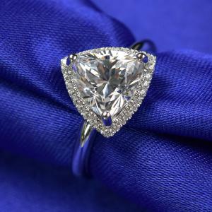 China Trangle Shape 3 Carat Moissanite Ring 3.05 Grams Gold Weight Customized Packing wholesale