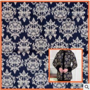 China Middle-aged cotton windbreaker jacket printed fabrics,Mother dress blue and white fabric wholesale