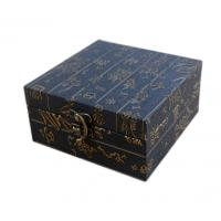 China Luxury Gift Box Metal Closure Black Cardboard Gift Boxes With Lids on sale