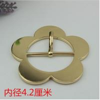 China Novelty design bag cover head decoration zinc 42 mm shiny gold flower belt pin buckle for clothing decoration fittings wholesale