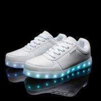 China 2016 wholesales&dropshipping LED shoes light up flashing hot top glow sneakers for men wholesale